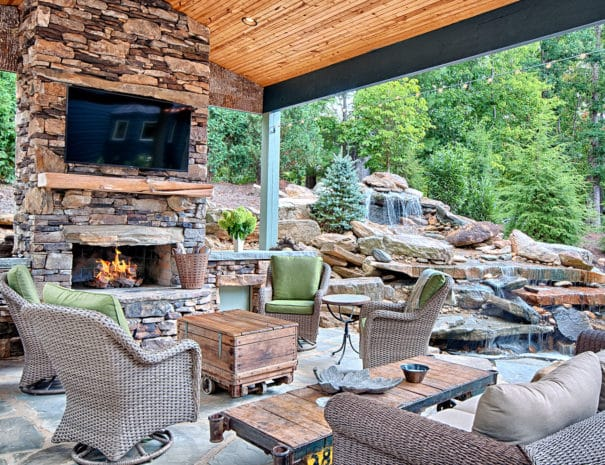 Outdoor Seating:Entertainment Area